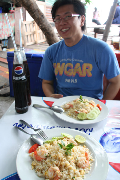 Lunch at Thai Restaurant near Thewet boat station